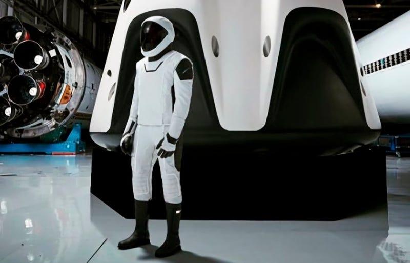 Elon Musk revela el aspecto a cuerpo completo del nuevo traje espacial de SpaceX