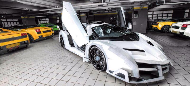 Illustration for article titled One Of The $4.6M Lamborghini Veneno Roadsters Just Landed In Hong Kong