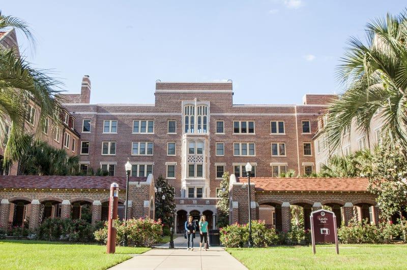 Nueve estudiantes de una universidad le piden sexo al resto del campus, ¿qué podía salir mal?