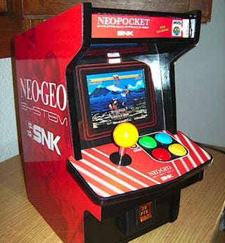 Illustration for article titled Slick Miniature Neo Geo Arcade Mod Makes You A Gaming Giant
