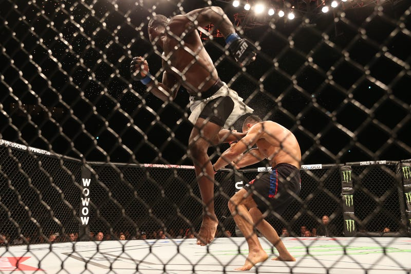 Illustration for article titled Uriah Hall Nails Spinning Back Kick In Outstanding Display Of Violence