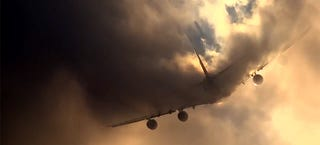 Illustration for article titled Rare video of an Airbus A380 cutting through clouds