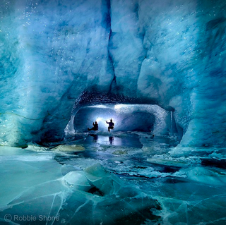 Illustration for article titled Being inside an ice cave inside a glacier looks absolutely stunning