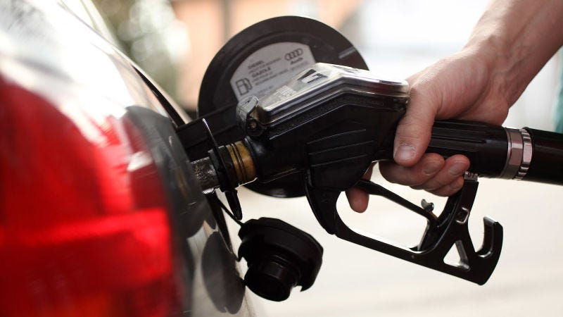 Illustration for article titled Por qué deberías echar gasolina los lunes