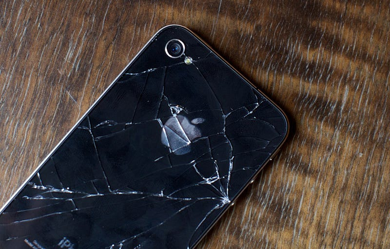 Illustration for article titled iPhone 4 Cracked Glass Cases Almost Double the iPhone 3GS'