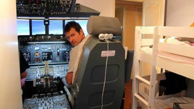 Dad Of The Year Builds Functional 737 Cockpit In Kids Bedroom