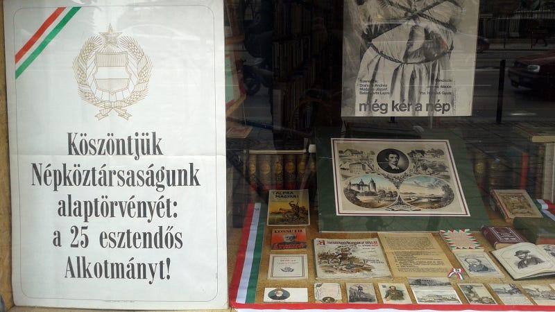 Illustration for article titled Ünnep harmadnapja: antikváriumtrolling a legfölső szinten