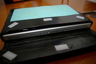 Illustration for article titled DIY MacBook Pro Sleeve Case
