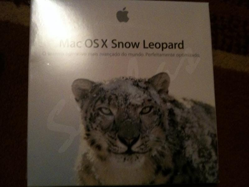 Illustration for article titled Purported Mac OS X Snow Leopard Retail Packaging Pics Surface
