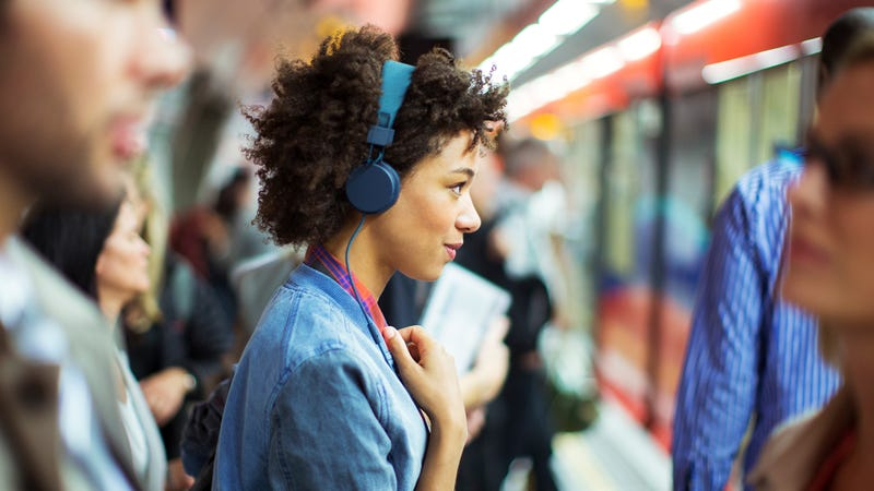 Pros And Cons Of Noise-Canceling Headphones