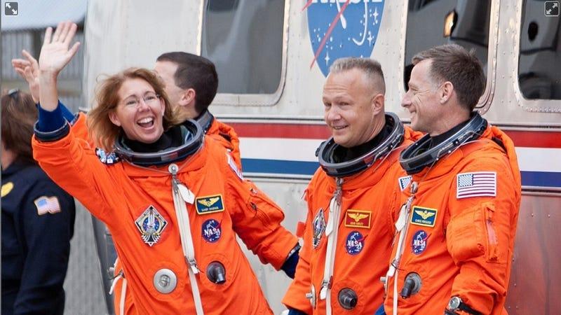 Illustration for article titled NASA's Atlantis Shuttle crew lands in New York!