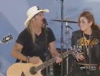 Illustration for article titled Miley & Bret's Live Duet, Singing A Sad Sad Song