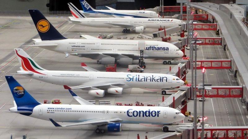 Illustration for article titled Por qué deberías tomar vuelos separados cuando viajes con tus hijos