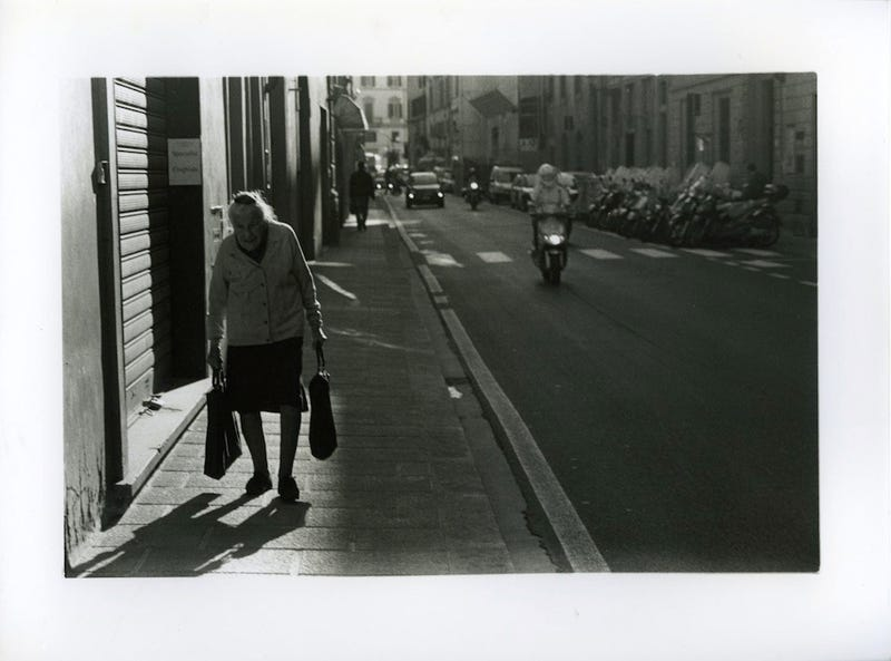 Illustration for article titled 120 Striking Street Photos