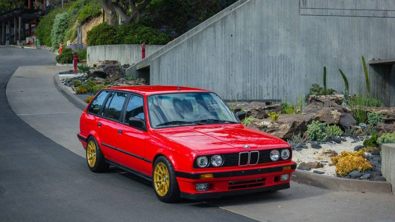 Illustration for article titled At $38,500, Could this Custom 1989 BMW 325i Turbo Touring Make You Throw Caution to the Wind?