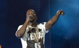 Illustration for article titled Kanye Gives Impromptu In-Flight Performance