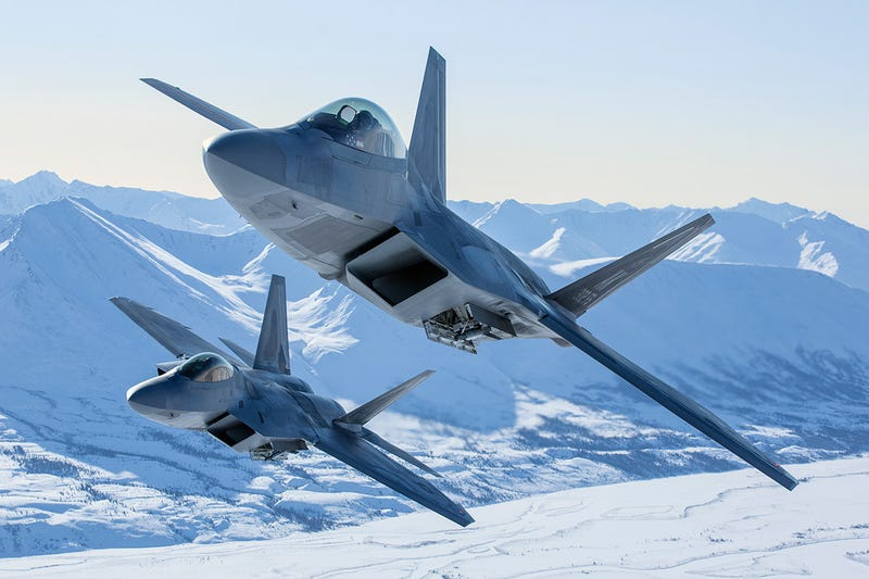 Illustration for article titled These photos of F-22 Arctic Raptors in Alaska are so striking they look unreal