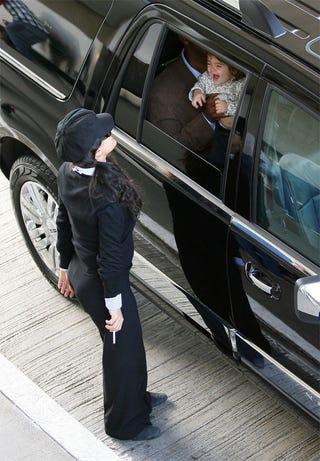 Illustration for article titled Salma Hayek & Baby Girl: Peek A Butt