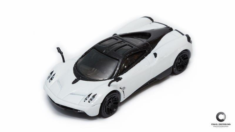 Illustration for article titled [custom] Pagani Huayra + Kyosho Ferraris