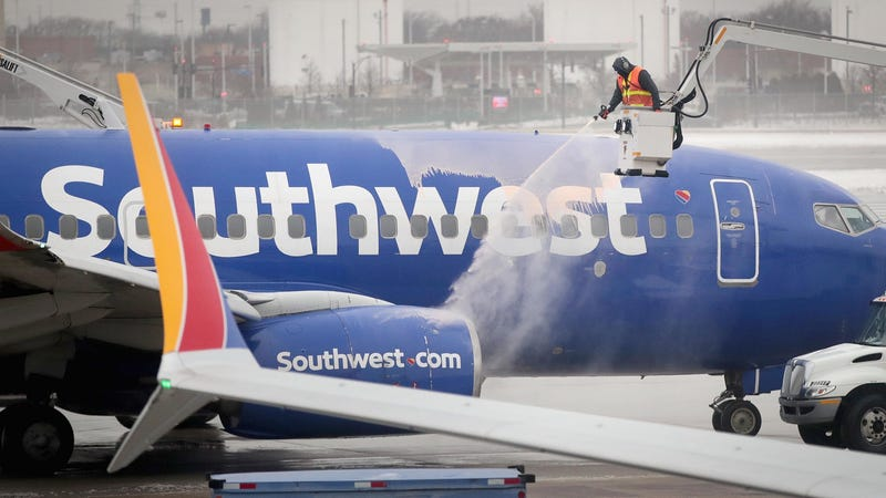 Illustration for article titled How Airlines in the Midwest Are Protecting Workers From Extreme Cold