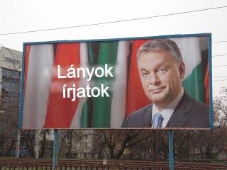 Illustration for article titled Óriási ziccer volt a Magyarország miniszterelnöke plakát (frissítve!)