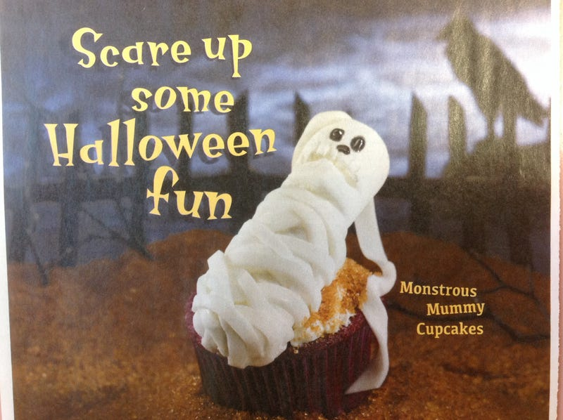 Illustration for article titled Cute Halloween cupcake!