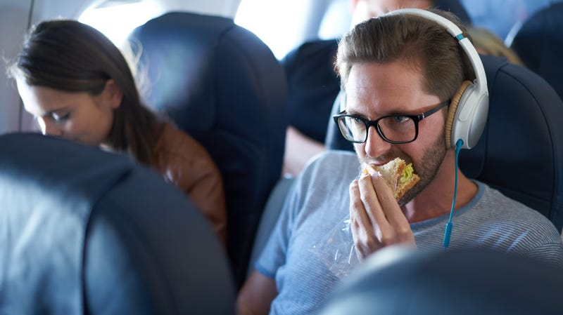 Illustration for article titled The following foods are unacceptable on an airplane