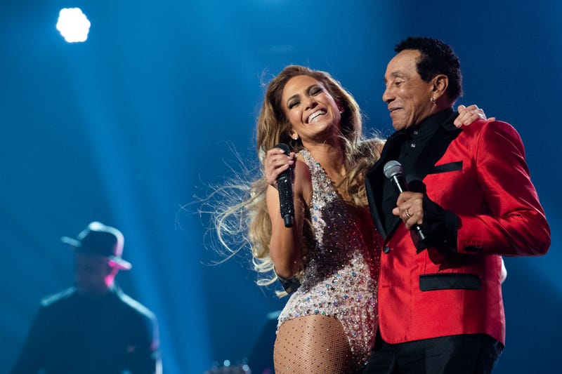 Jennifer Lopez (l) and Smokey Robinson perform at the 61st Annual Grammy Awards ceremony.