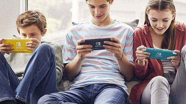 Nintendo Switch Lite Returns to Amazon for $200