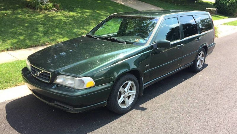 Illustration for article titled At $1,500, Could This Manual-Equipped 1998 Volvo V70 Mean it's Time to Get Busy?