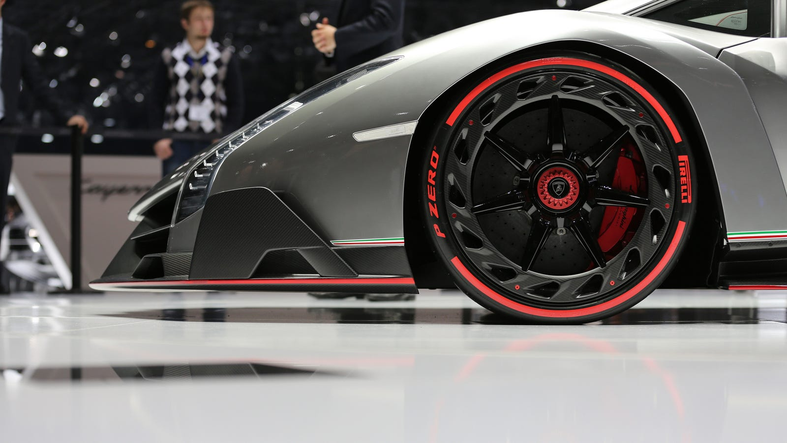 Your Ridiculously Extreme Lamborghini Veneno Wallpaper Is Here