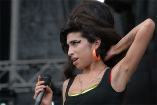 Illustration for article titled What's That Lump In Amy Winehouse's Armpit?