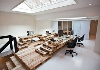 Illustration for article titled Build an Attractive DIY Desk and Workspace from Wooden Pallets