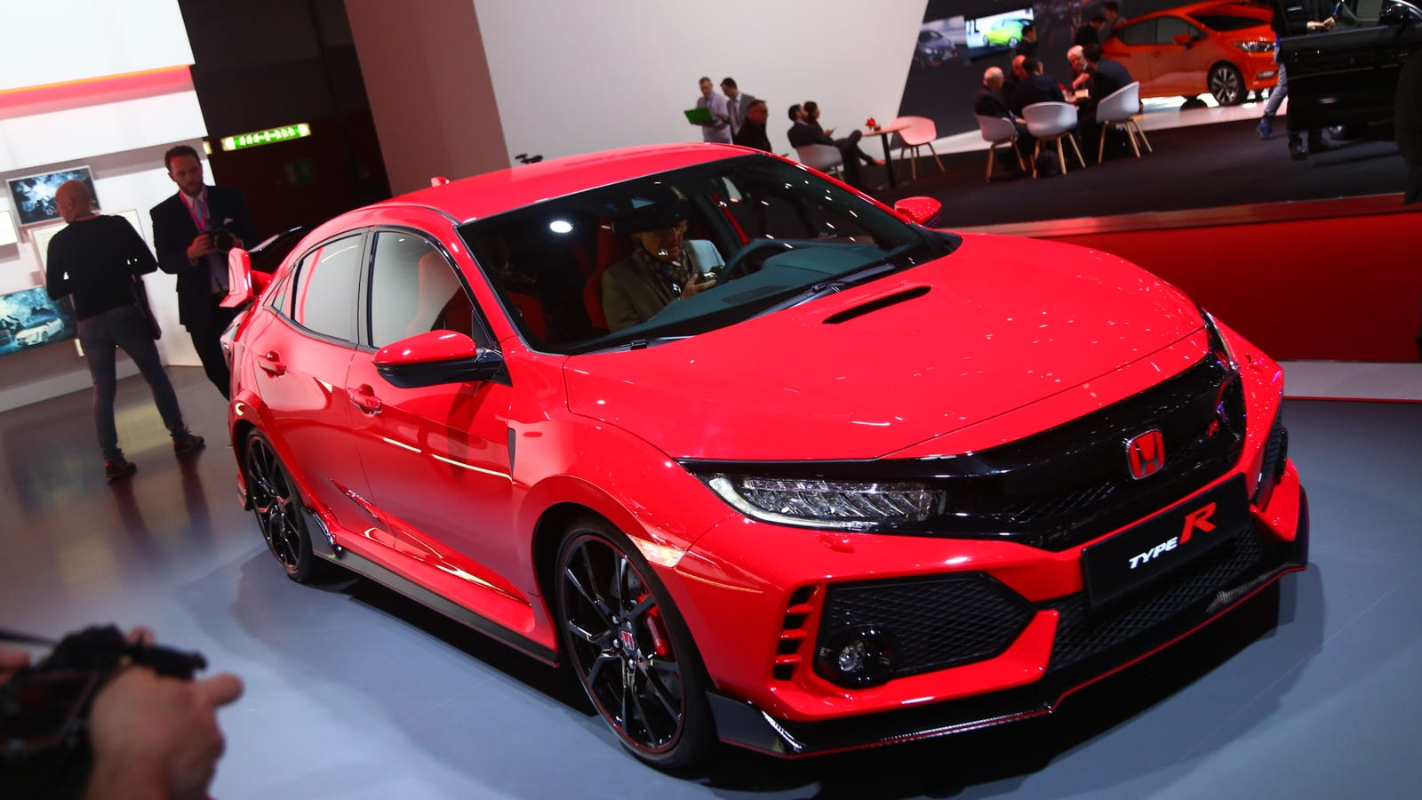 The 2018 Honda Civic Type R Is Ridiculous In All The Right Ways