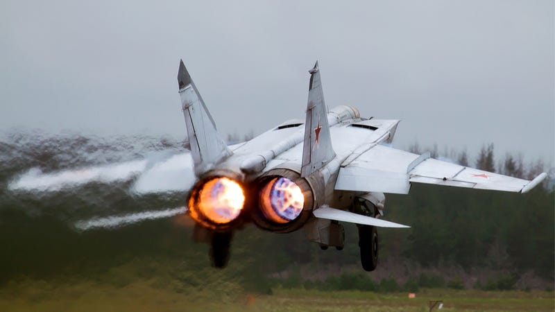 Illustration for article titled A Requiem For The MiG-25, The Original Soviet Rat Rod