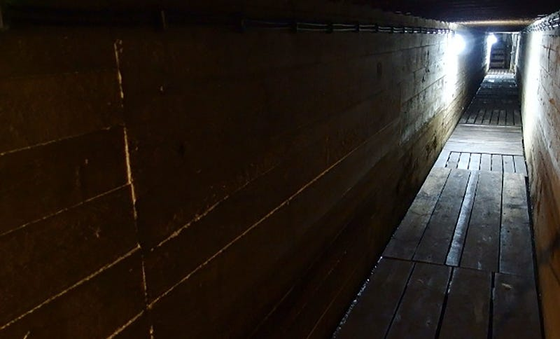 Uno de los túneles del complejo Mamerki, que actualmente se puede visitar.