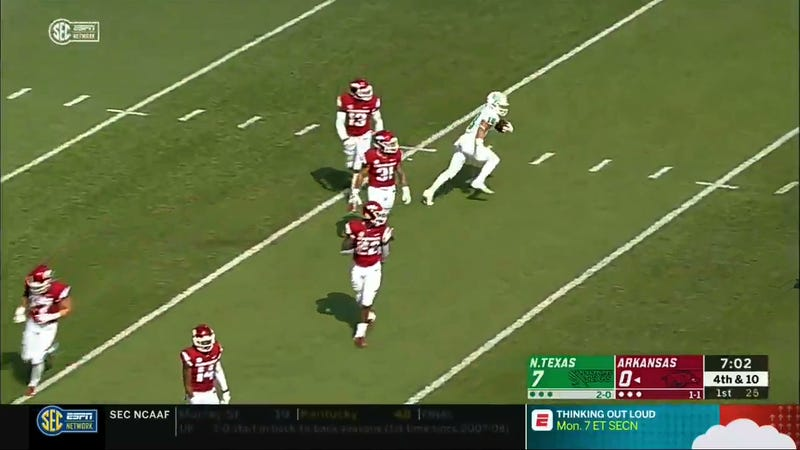 Illustration for article titled North Texas Genius Dupes Arkansas With Perfect Fake-Fair-Catch Punt Return