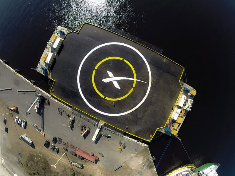 Illustration for article titled SpaceX Will Try Landing On Barge After Friday's Cargo Flight
