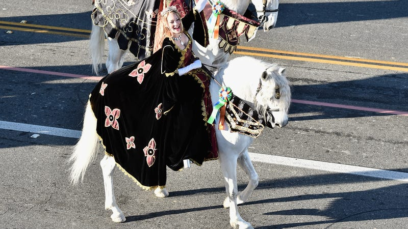 A less-royal female Medieval Times cast member in the 2016 Tournament Of Roses Parade (Photo: Alberto E. Rodriguez/Getty Images)