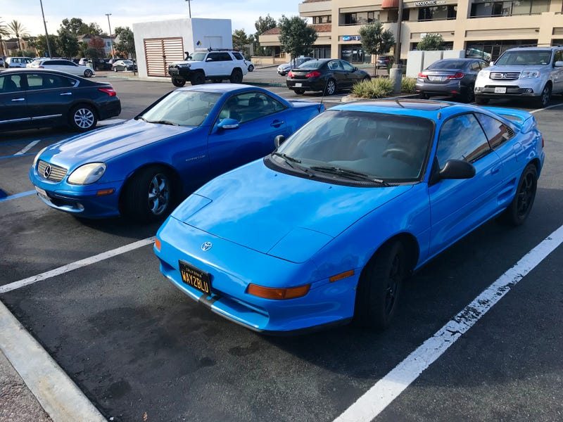 Illustration for article titled What Engine Does this Blue MR2 Deserve?