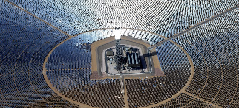 Illustration for article titled The World's Largest Solar Plant Is Blinding Pilots