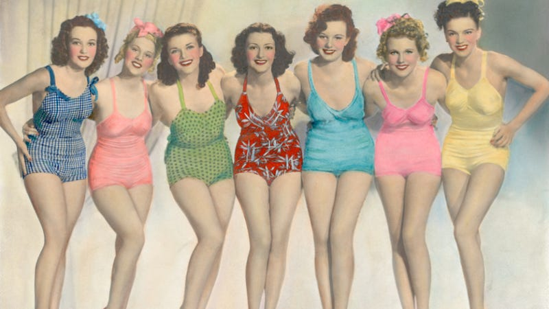 Illustration for article titled How To Take the PERFECT Bikini Picture!