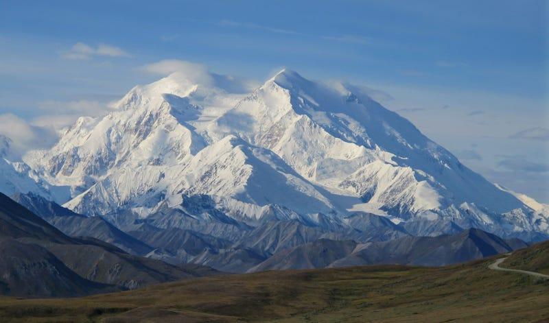 Illustration for article titled Los escaladores en Alaska se enfrentan a un nuevo peligro: excrementos humanos emergiendo de los glaciares