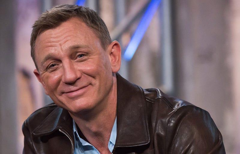 Illustration for article titled Daniel Craig hace un cameo oculto en The Force Awakens ¿Sabes qué personaje es?