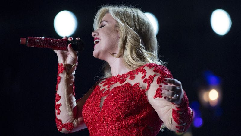 Kelly Clarkson should have just stuck to the music for her holiday ...