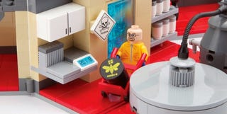 Illustration for article titled LEGO Breaking Bad meth lab