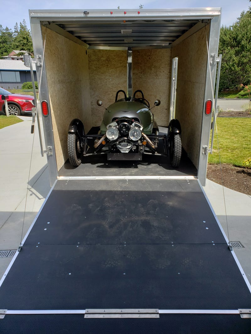 Illustration for article titled Morgan 3 Wheeler, now has it's own tow rig.