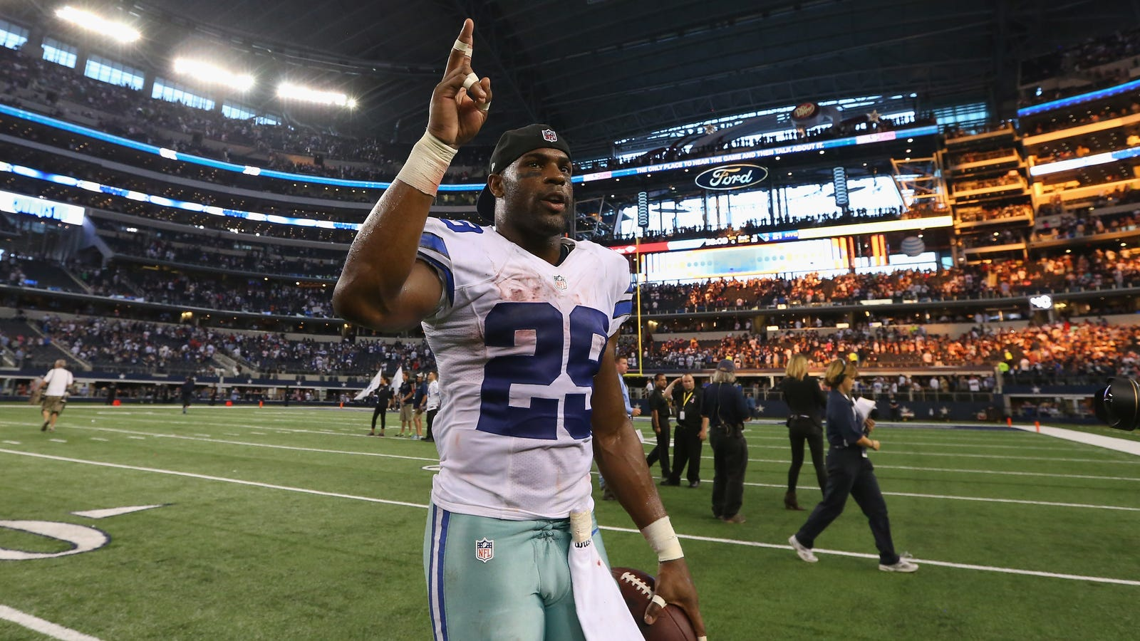 brennan clay posts alleged sexts between his wife and demarco murray