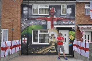 Illustration for article titled Bristol Man Gets All World Cup On His House's Ass