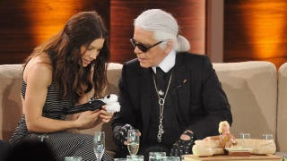 Illustration for article titled Jessica Biel Cradles A Tiny Karl Lagerfeld In The Palm Of Her Hand